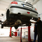 demontaż tylnej belki - FranceAutoService