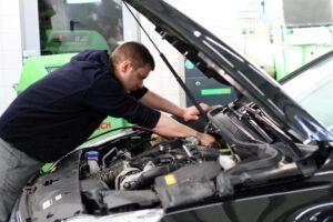 nabijanie klimatyzacji w samochodzie